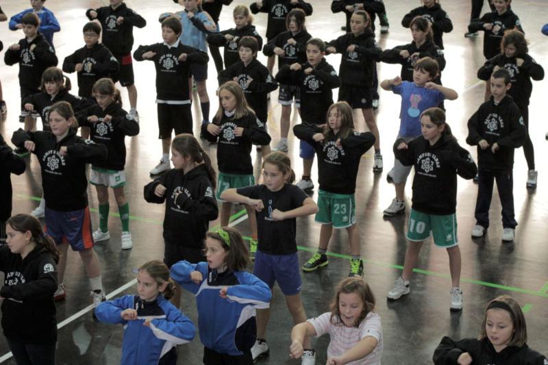 Broche final del minibasket 2012 de Escolapios